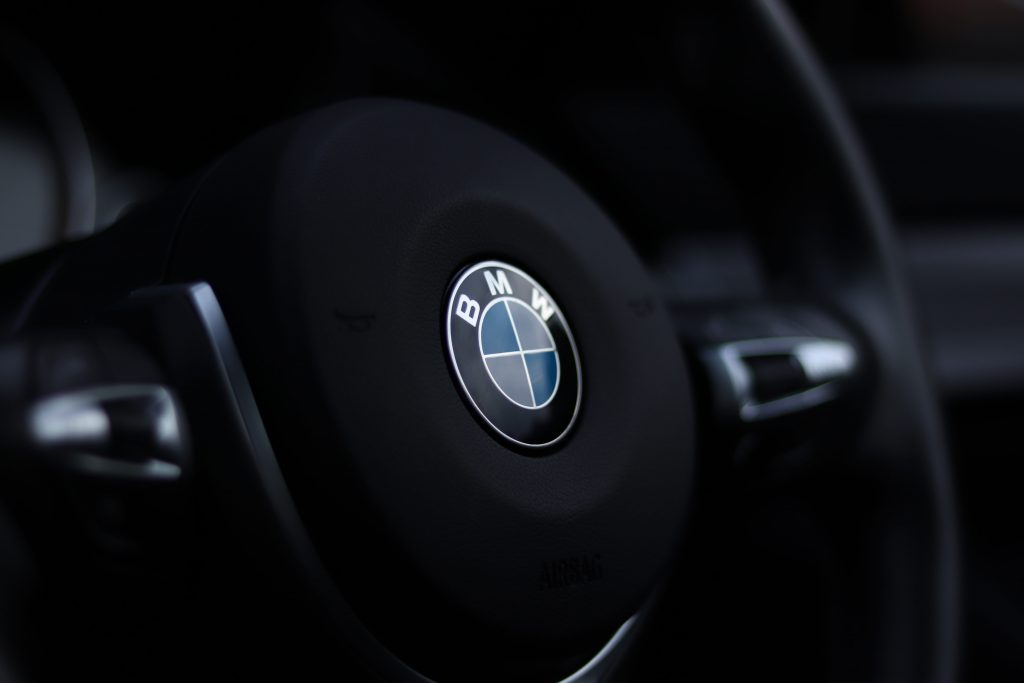 BMW steering wheel - car mechanics give tips on german carws